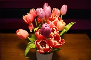 Wazon pełen tulipanów
